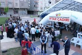 Diyarbakır Siirtliler Derneği'nden 2 bin kişilik iftar çadırı