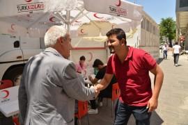 Mızraklı kan bağışında bulundu