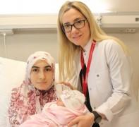 Sezaryen sonrası normal doğumla ikinci kez anne oldu